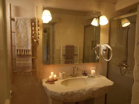 Lo charme di un relais di pietra nel cuore del salento - Arredo bagno pietra ...