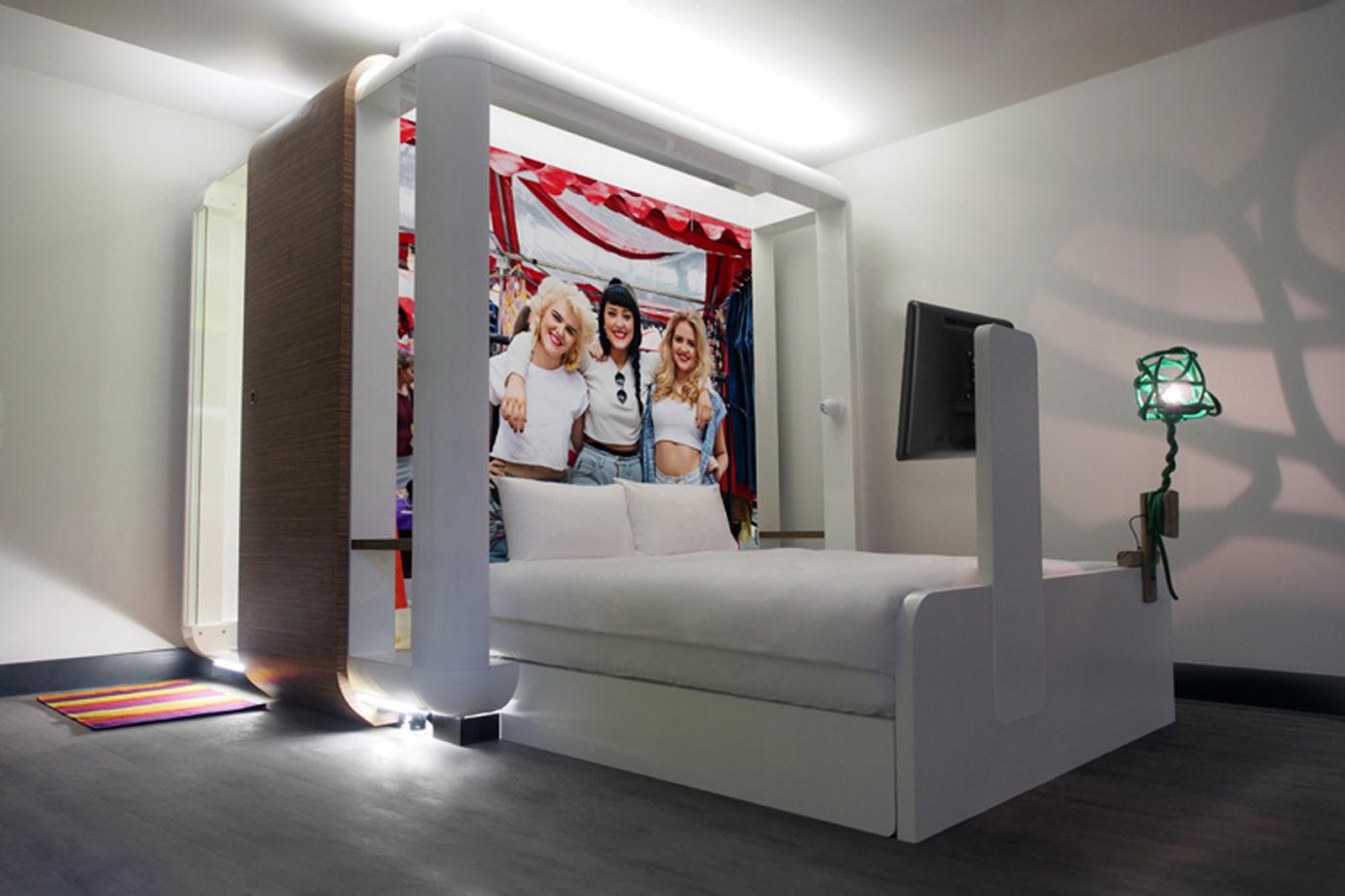 La serie ukyio e al qbic di londra hotel domani for Design hotel londra
