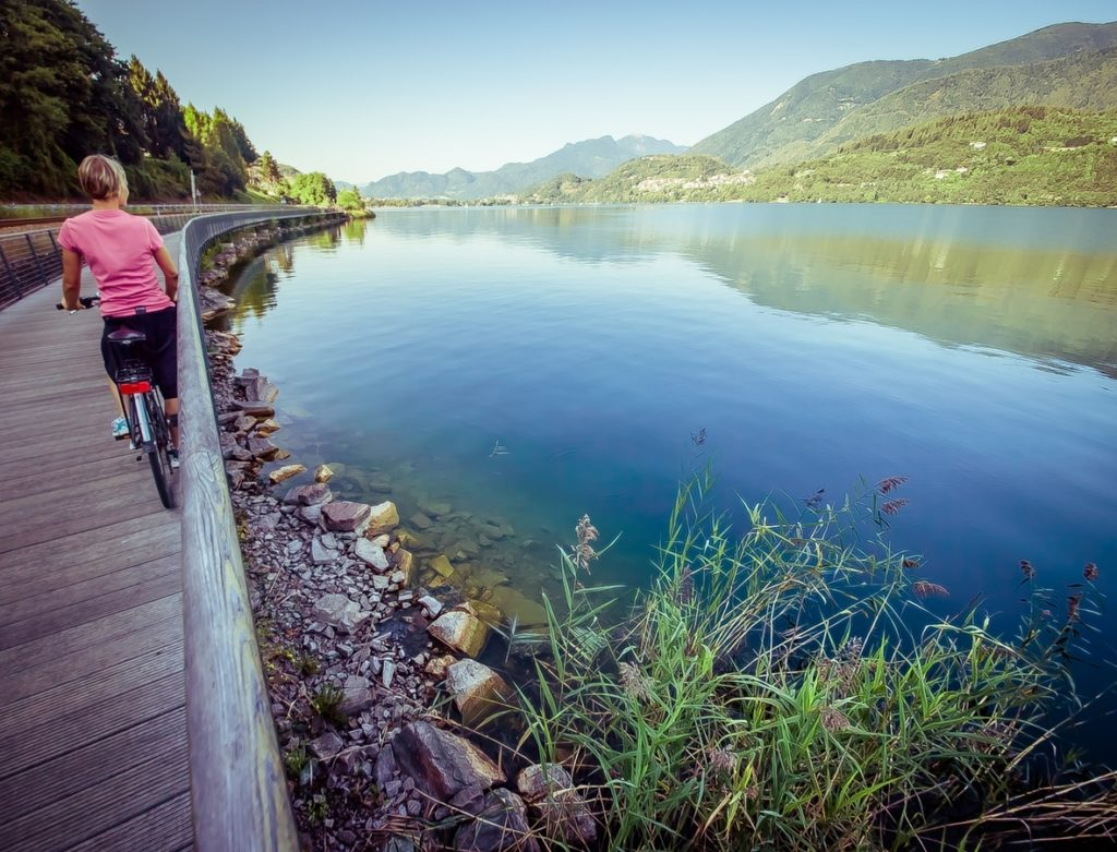 pista ciclabile lago di Caldonazzo - StoryTravelers