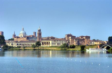 Mantova dal lago - Foto Archivio Comune di Mantova
