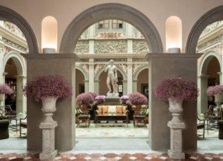 La lussuosa lobby dell'Hotel Four Seasons di Firenze