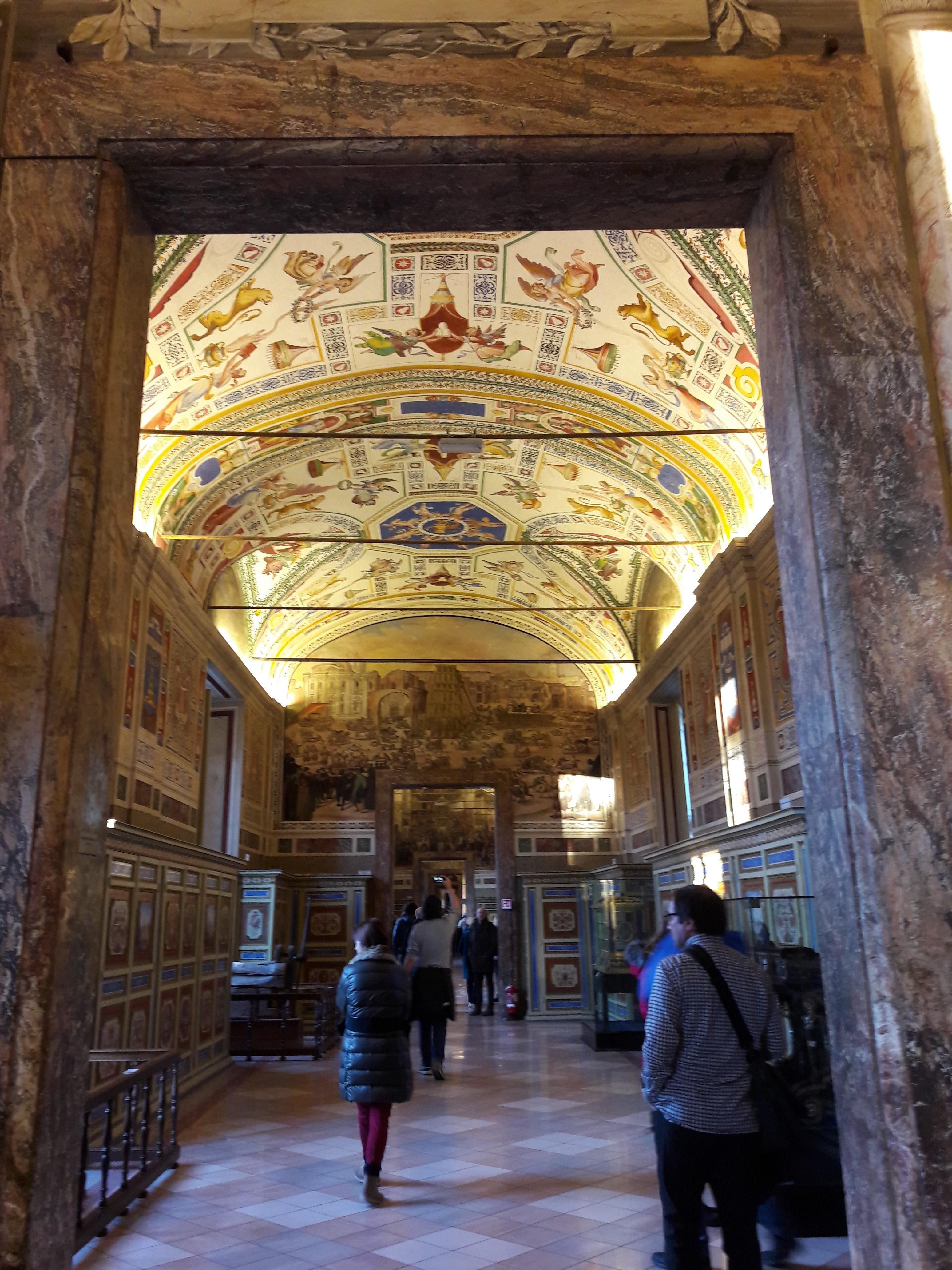 Uno scorcio dei musei vaticani a Roma