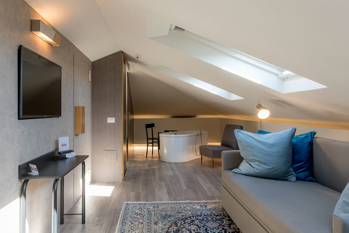 Una camera dell'Up Hotel dove verrà installata l'assistente vocale Amazon Alexa