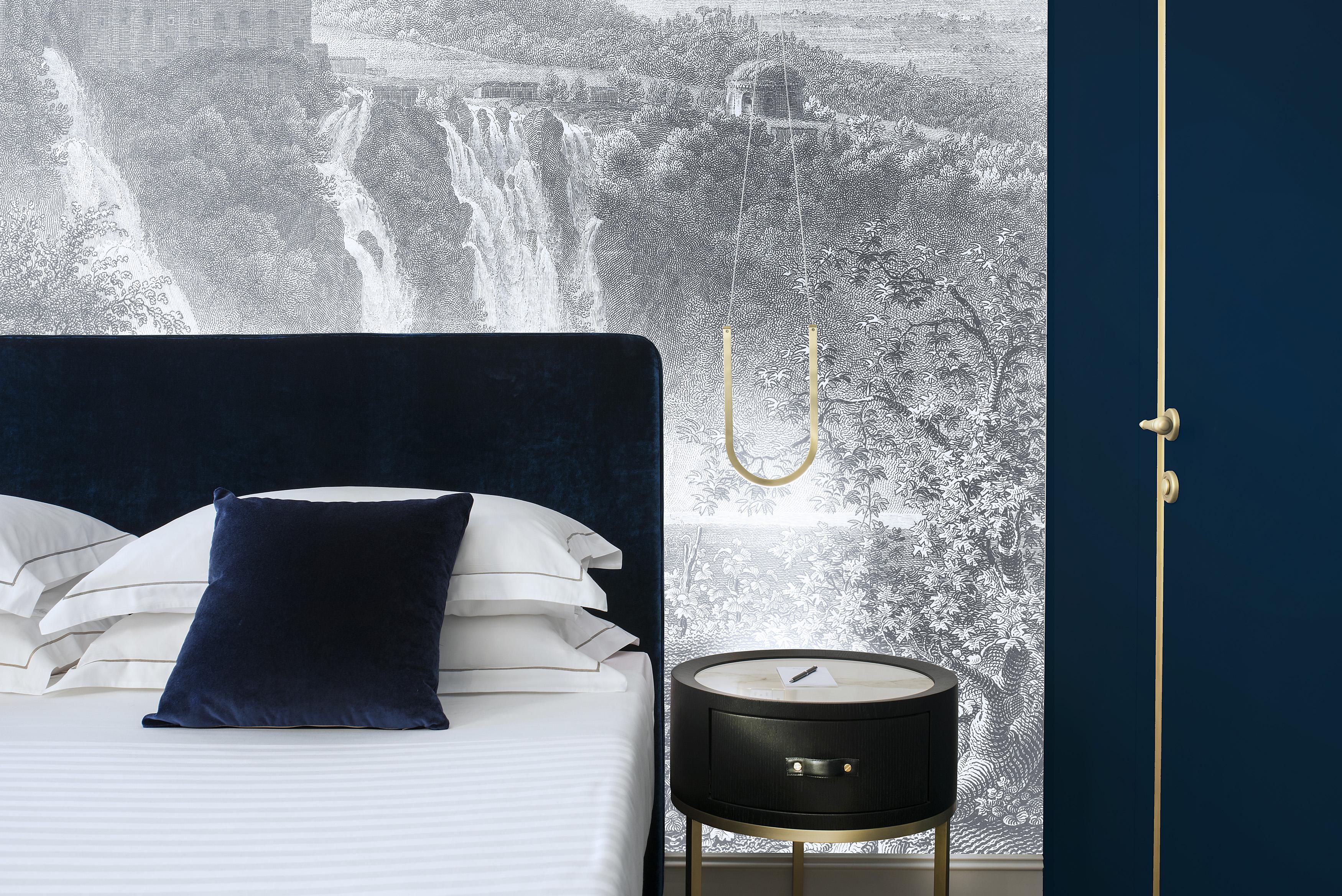 Un particolare del letto di una delle camere dell'hotel, allestite con materassi Dorelan