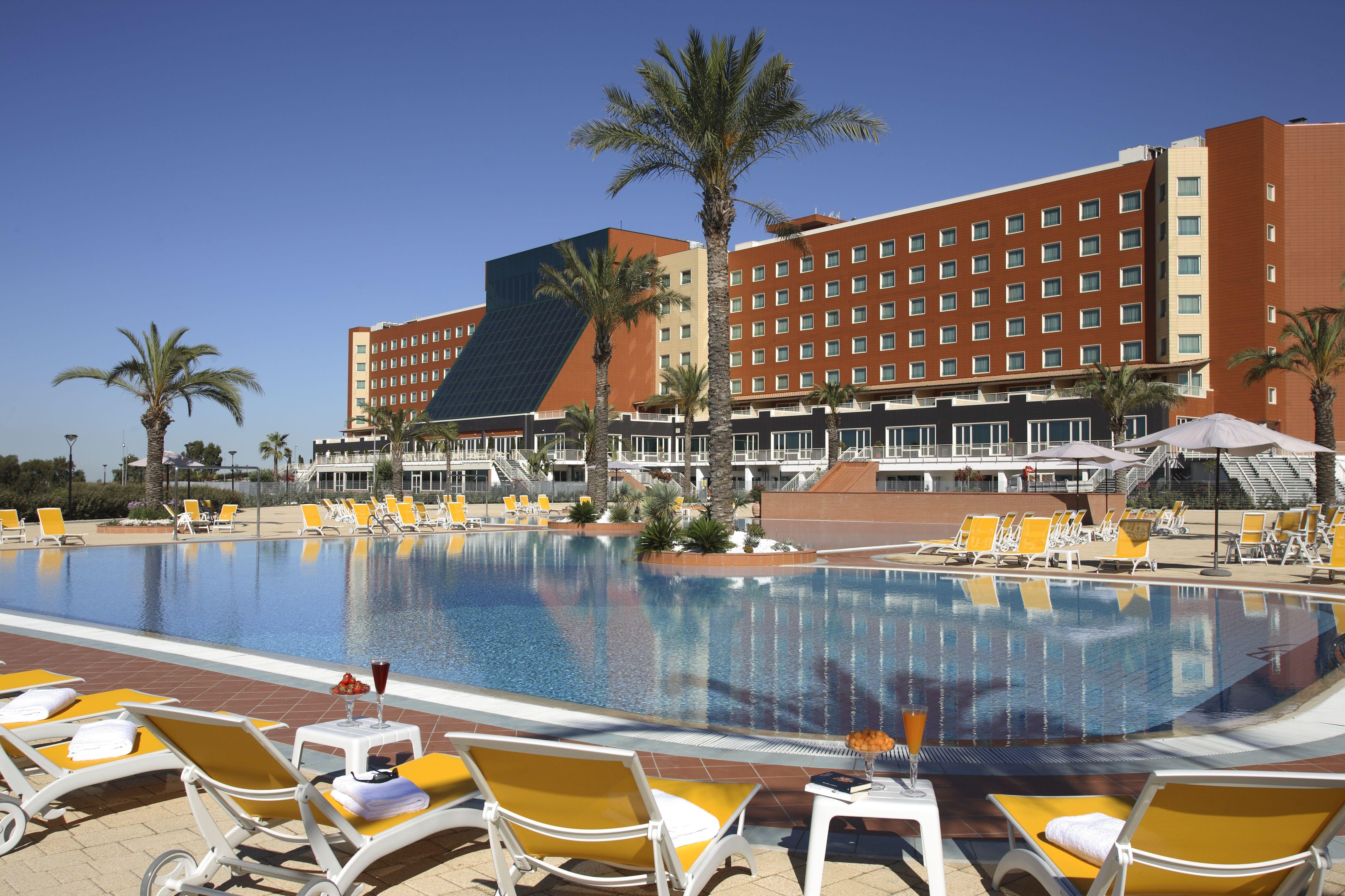 L'esterno con piscina del Rome Marriott Park Hotel di Roma