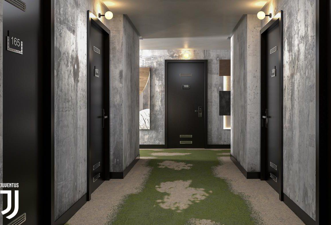 Un corridoio con le porte Pietrelli