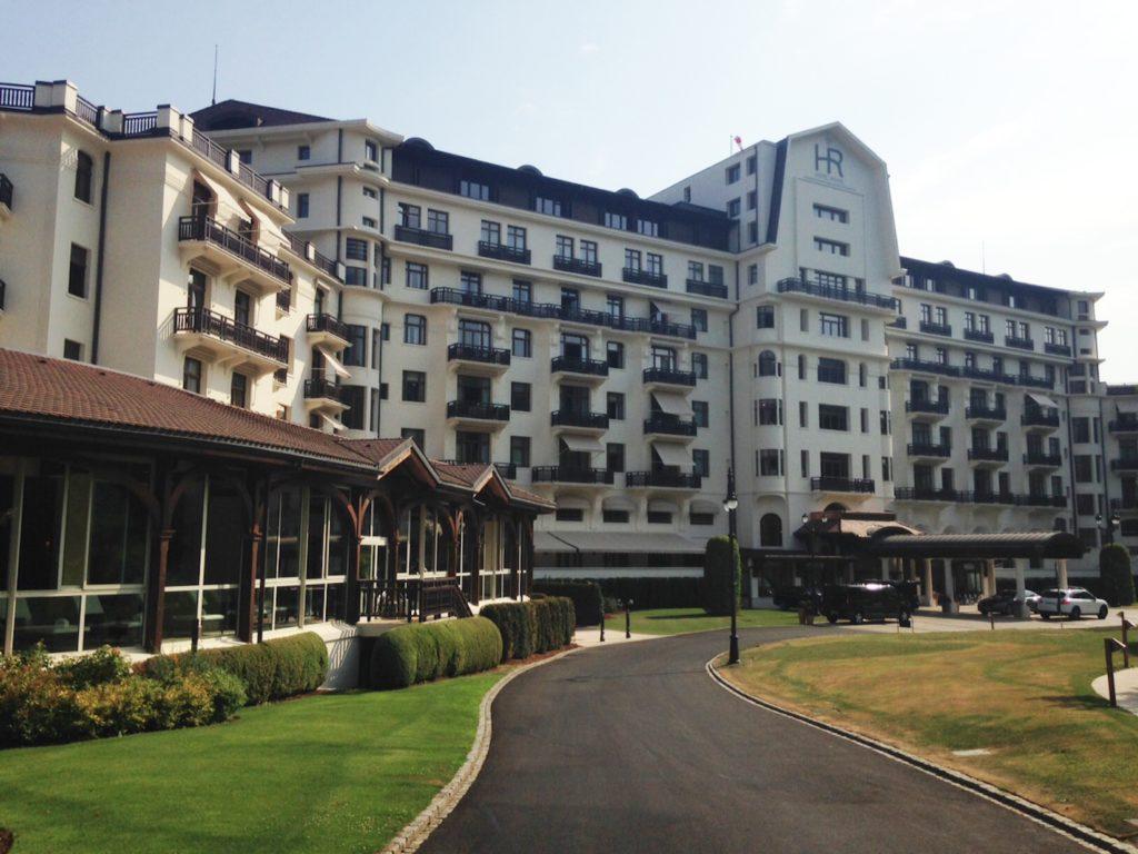 il royal evian resort sceglie la collezione roma di rubinetterie stella hotel domani. Black Bedroom Furniture Sets. Home Design Ideas