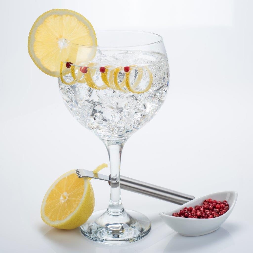 un bicchiere di gin tonic