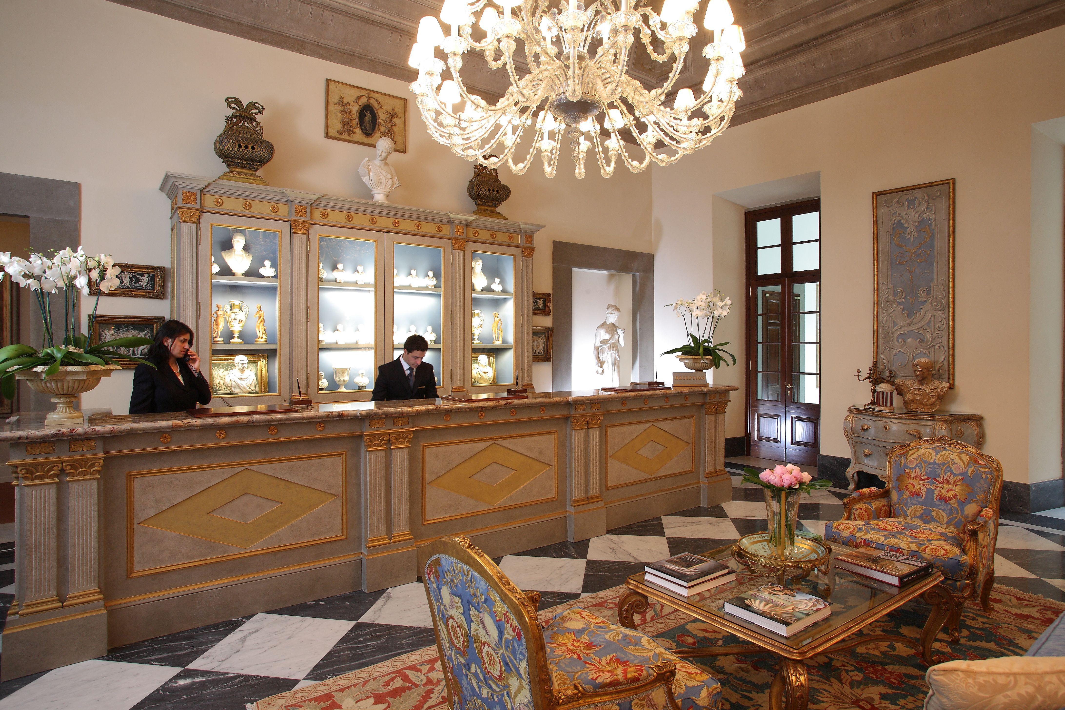 Il lusso è tra le aree coinvolte nei top trend per l'hotellerie. Nella foto, la reception del Four Seasons di Firenze, 5 stelle lusso