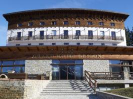 La facciata del Besson Grand Hotel in Alta Val di Susa