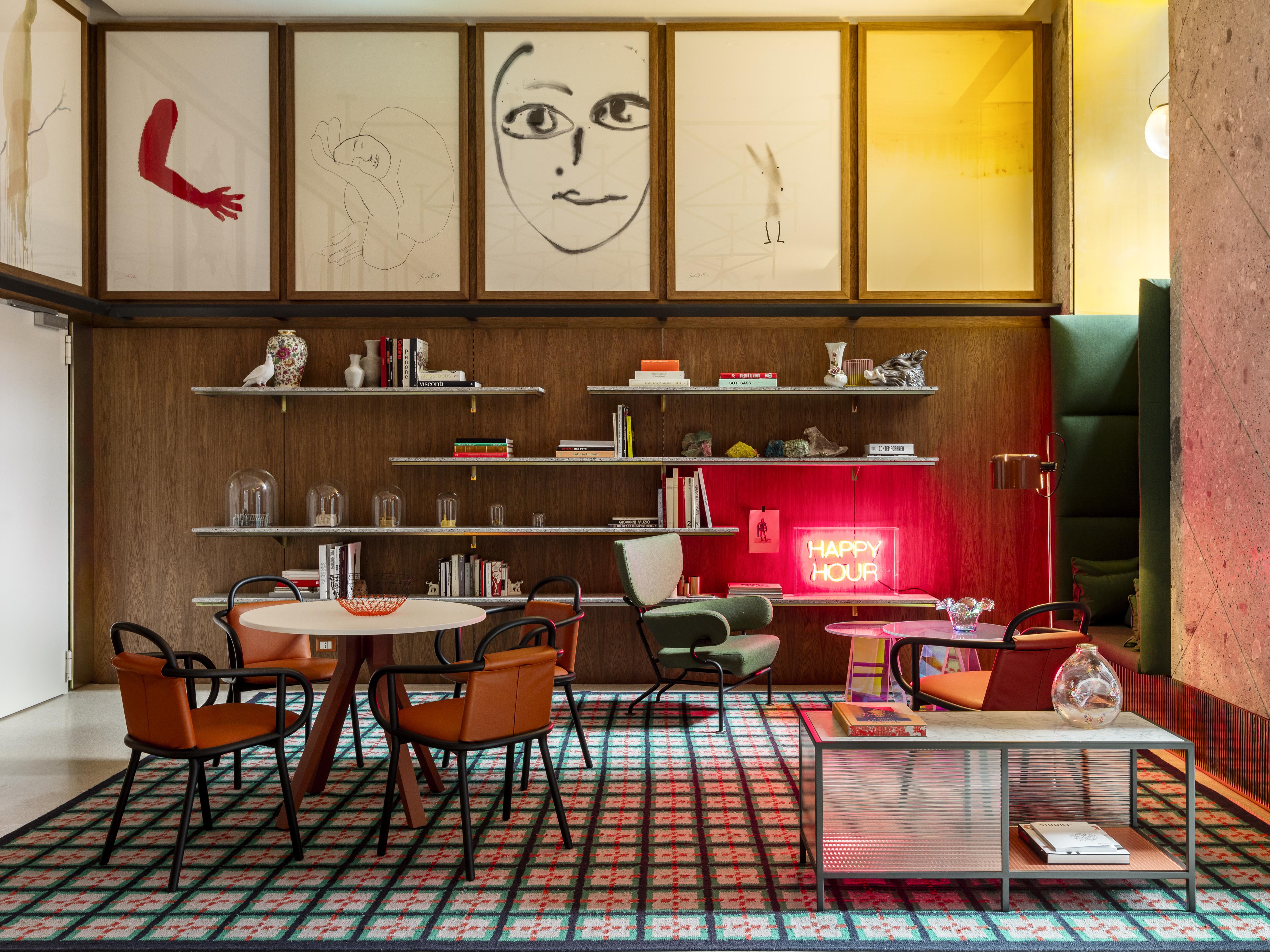 Spazio soggiorno del Room Mate Giulia di Milano