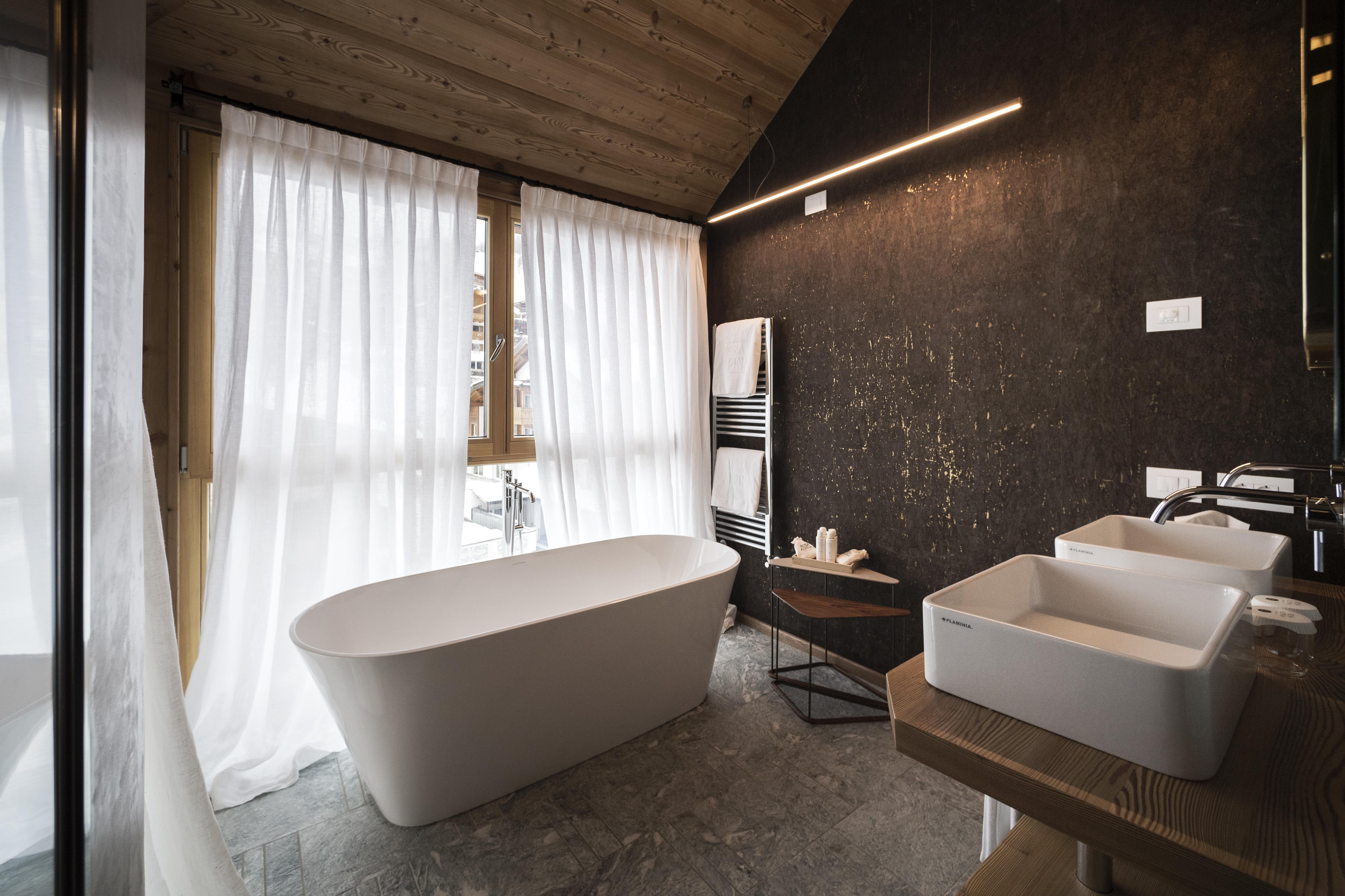 La vasca Vetralla nella Penthouse suite del Rosa Alpina Hotel