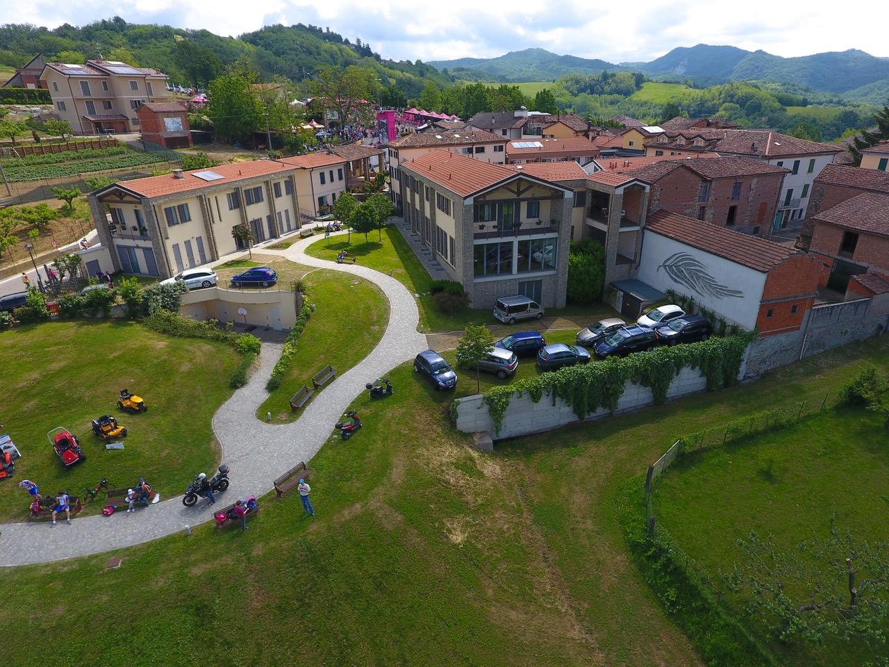 Una veduta aerea di Borgo Castellania