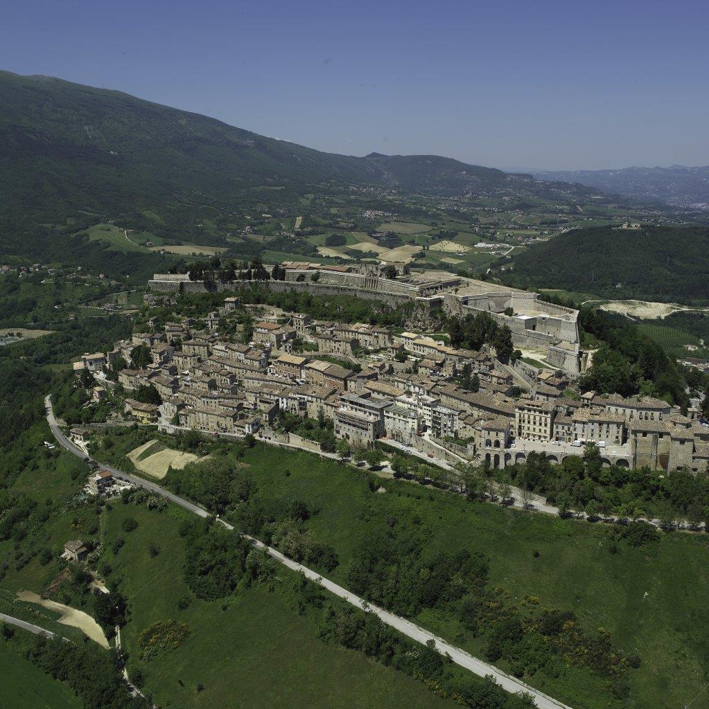 Una foto aerea di Civitella del Tronto