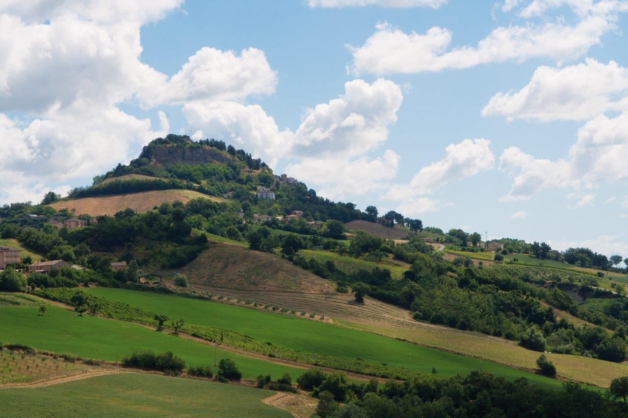 Uno scorcio panoramico della collina in cui si trova il borgo di Penna
