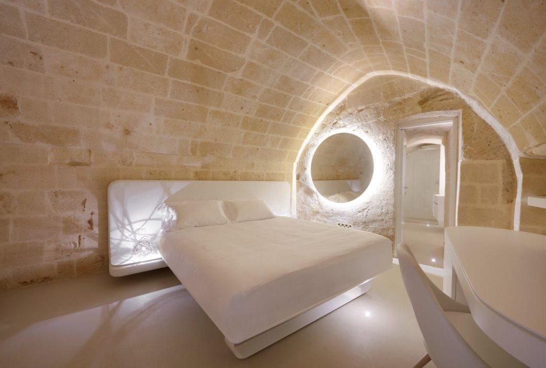 Una camera dell'Aquatio Cave Luxury Hotel & SPA che ha scelto la domatica AVE