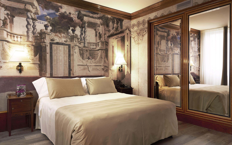 Wallpepper veste le pareti delle suite del leon d oro di for Ambienti design verona