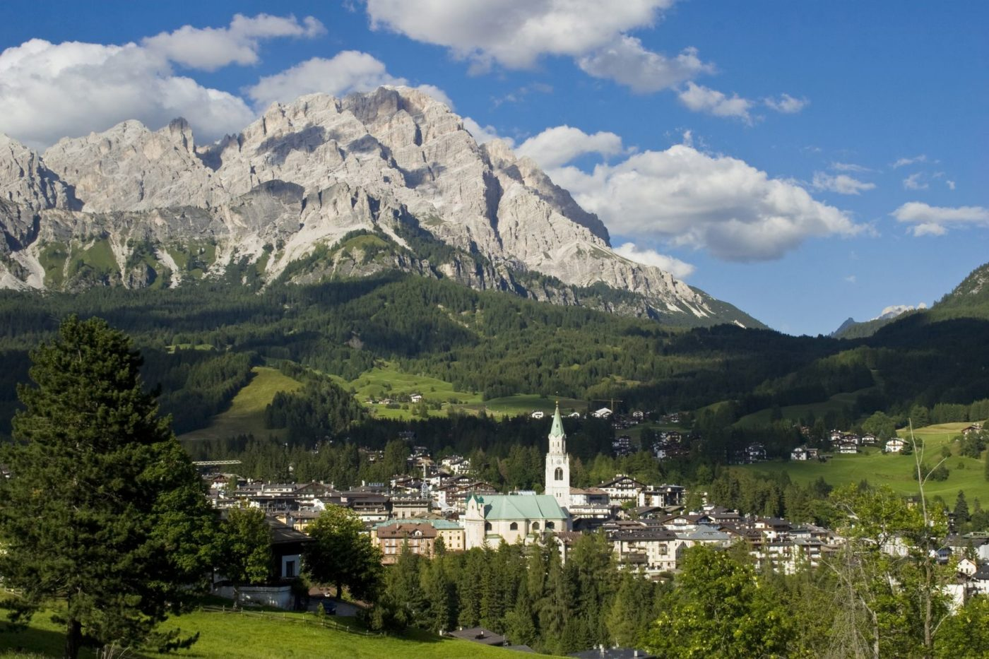 Una foto panoramica di Cortina D'Ampezzo