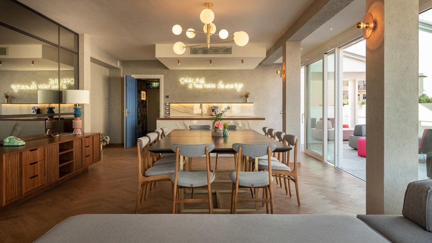 Appartamento meeting space del The Box Hotel di Riccione, area living