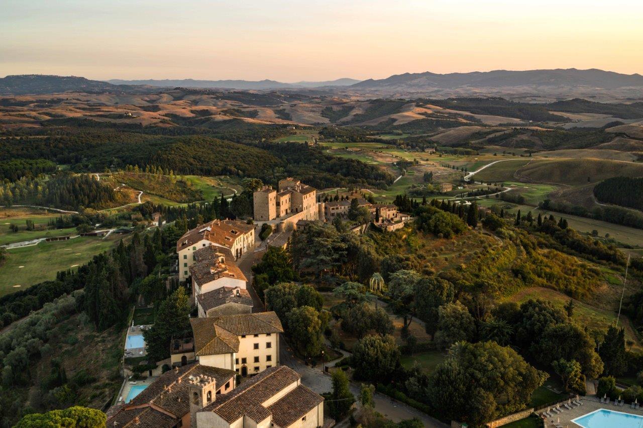 Toscana Resort Castelfalfi, una veduta aerea del borgo