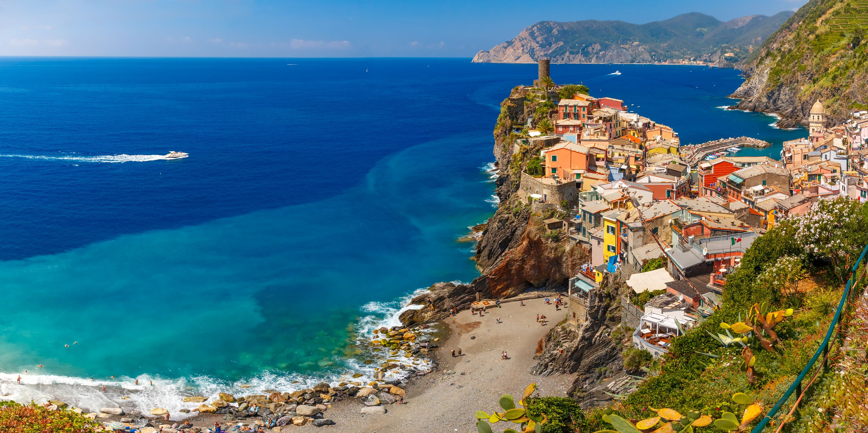 Vernazza, Cinque Terre, una delle perle turistiche della Liguria