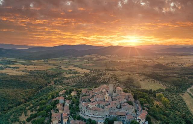 Una veduta aerea di Capalbio, nella Maremma Toscana