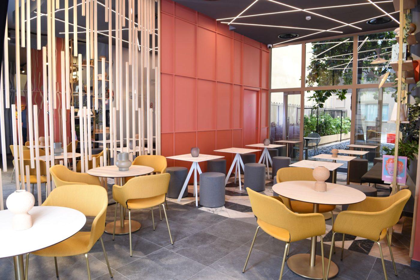 La zona bar del nuovo B&B aperto nel centro di Milano