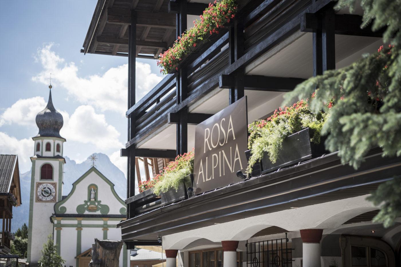 Uno scorcio esterno della facciata del Rosa Alpina che diventerà Aman